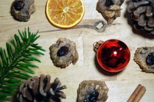 Pekannuss-Cookies mit Schokostückchen und Cranberries