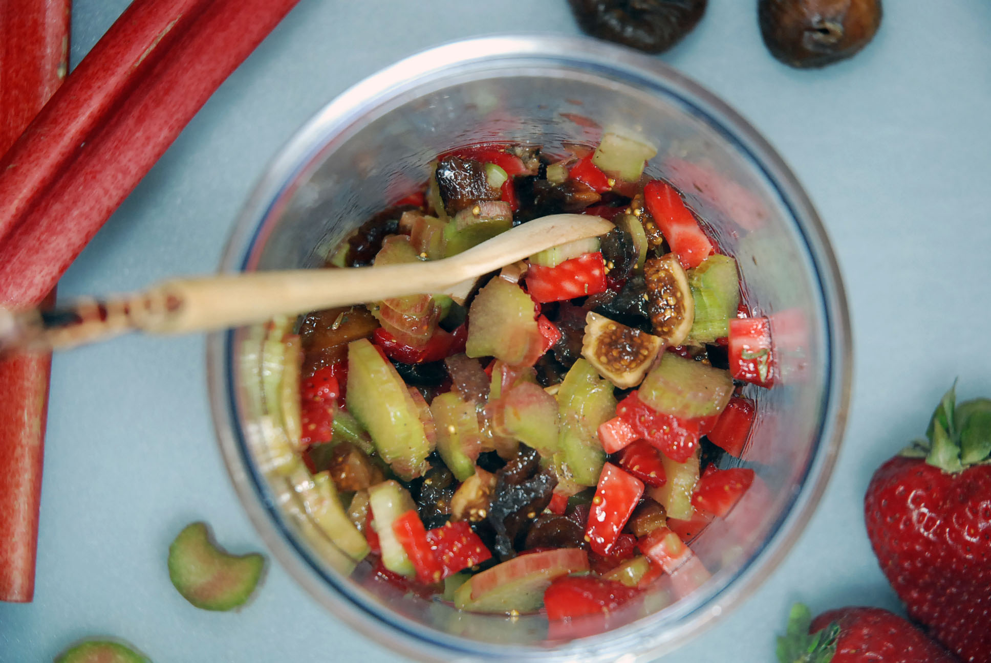 Rohes Rhabarberkompott / Raw rhubarb compote