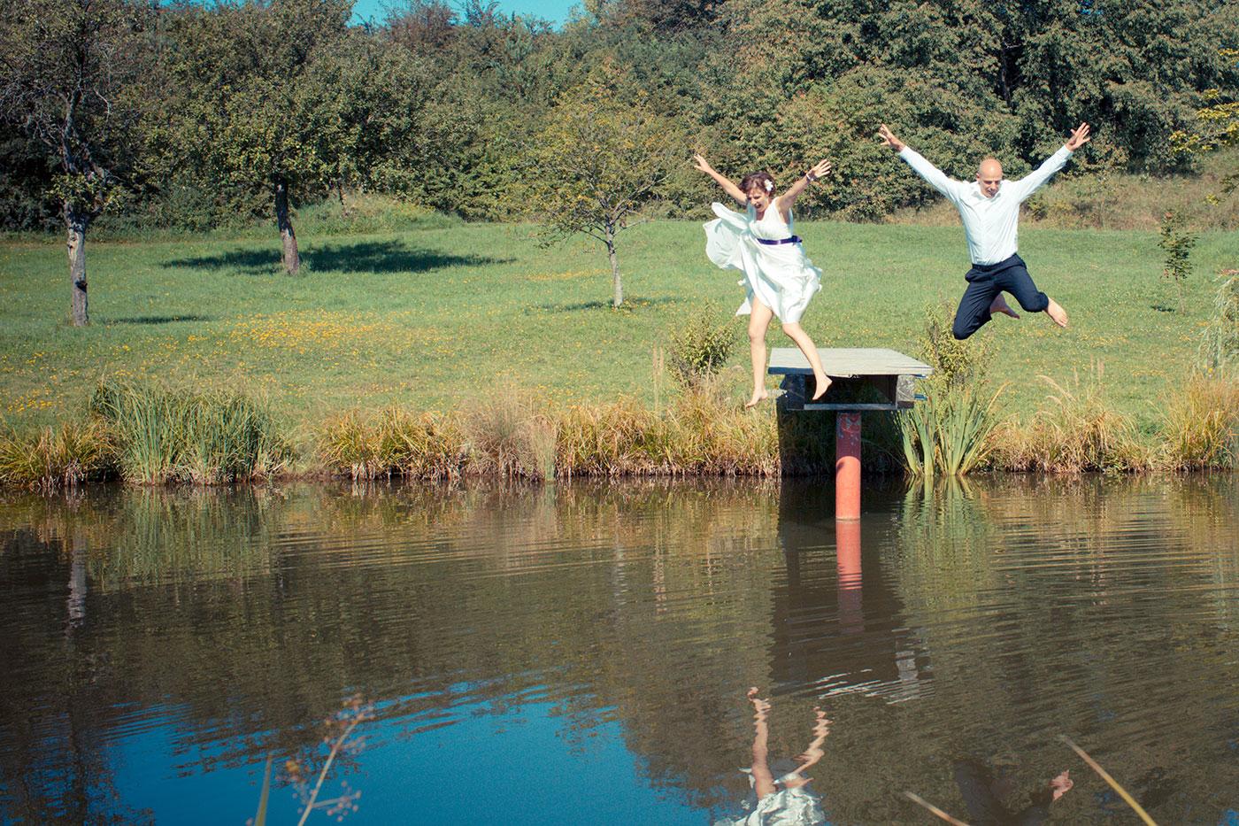 Hochzeit See springen