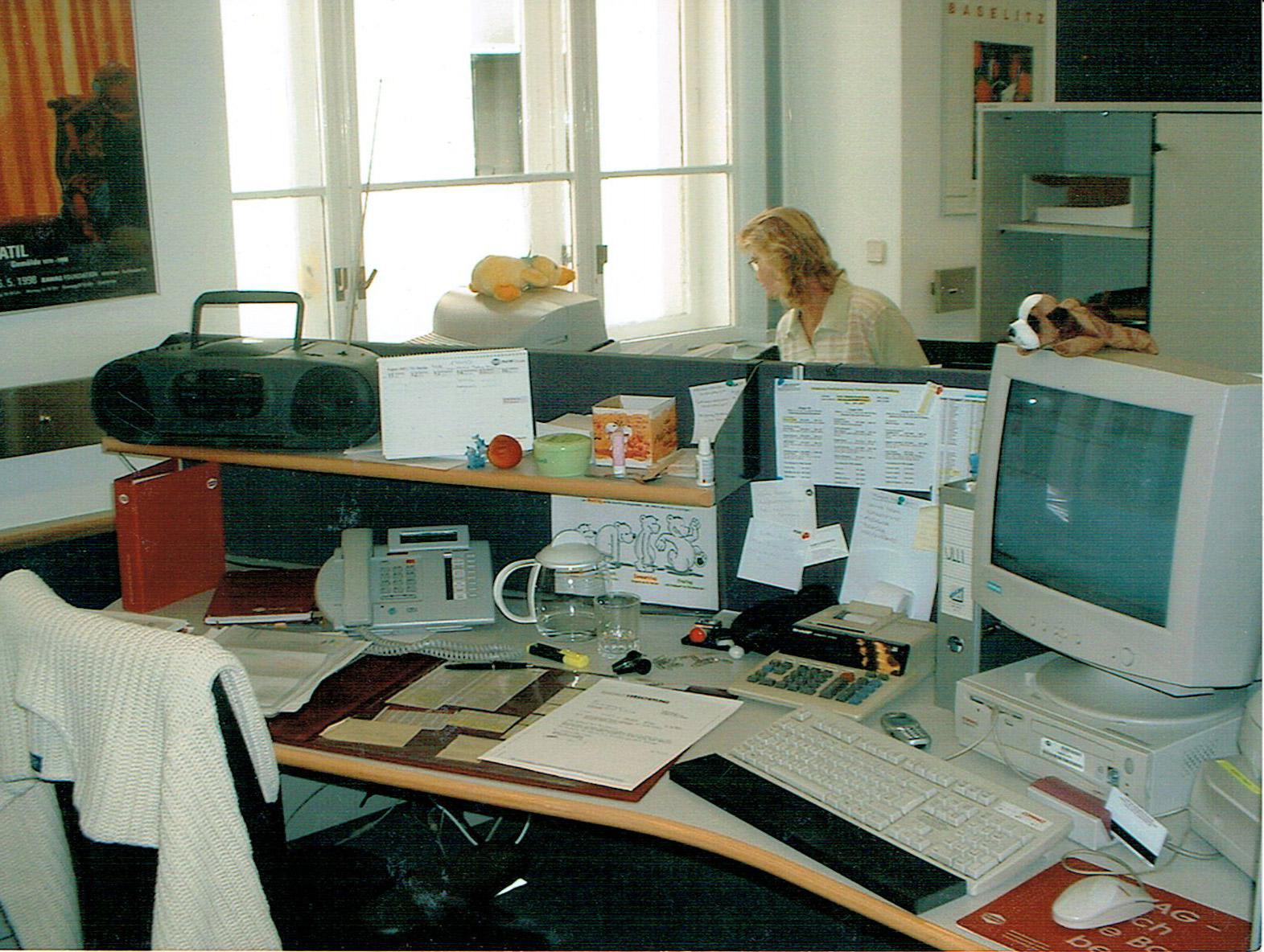 Mein erster Arbeitsplatz (2003) / My first desk at work (2003)