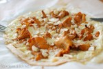 flammkuchen, tarte flambe, eierschwammerl, cashews, clean eating, fitundgluecklich.net
