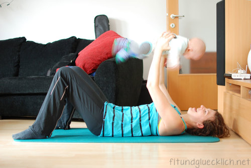 mamaness, workout, fit mom, baby, fitness, baby press, bench press, 9qj86.w4yserver.at