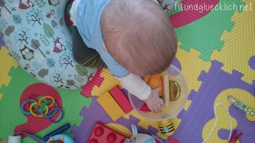lieblingsspielzeug, favorite toys, 7 months, 7 monate, frugal, einfach, billig, günstig, baby, kind, fitundgluecklich.net