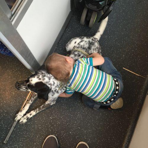 Oliver und Mini im Zug