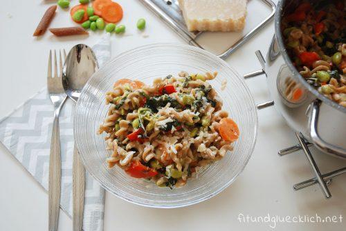 Cremige One Pot Pasta mit Gemüse
