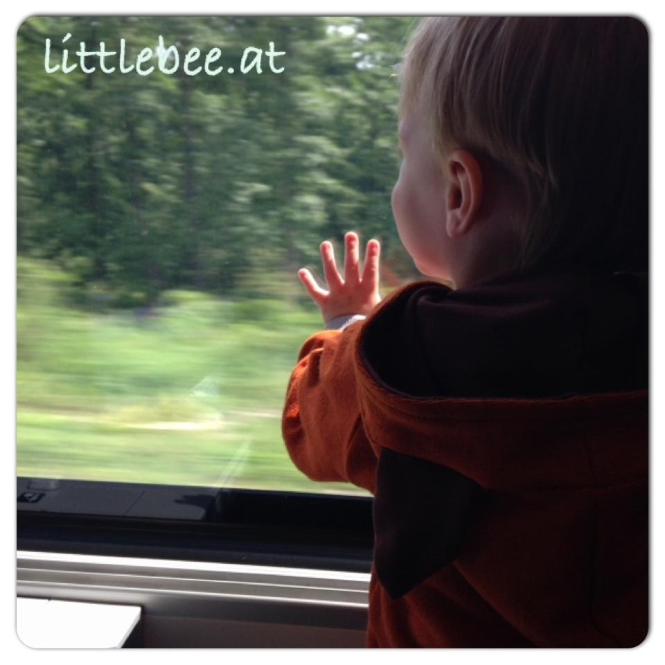 Kind im Zug - Reisen mit Kind