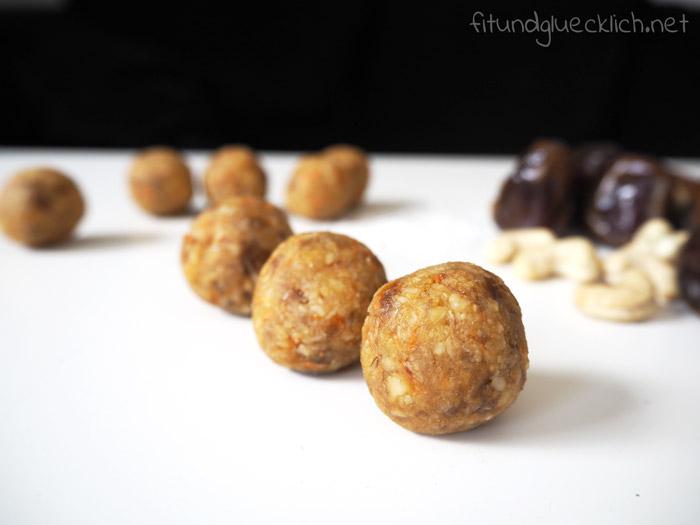 Cashew Kokos Kugeln