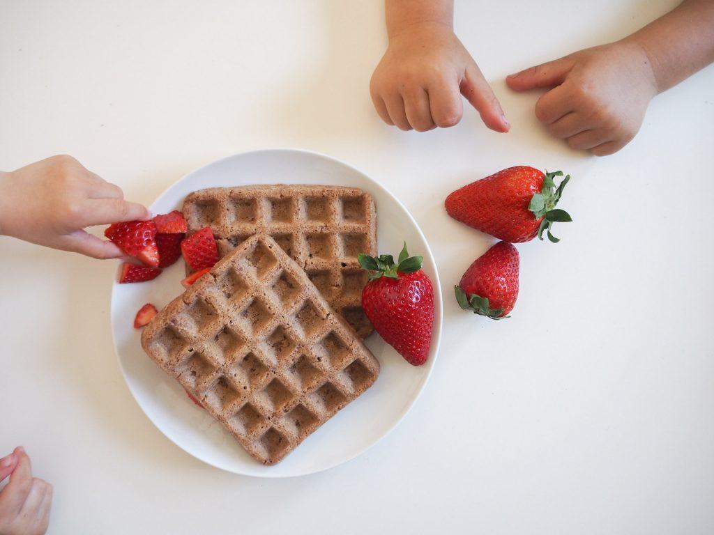 Erdbeerwaffeln - Waffeln mit Erdbeeren im Teig
